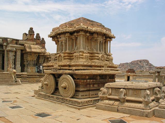 ハンピの建造物群の絶景写真画像 インドの世界遺産