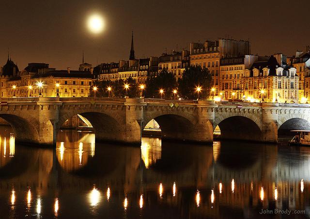 パリのセーヌ河岸の画像 p1_33
