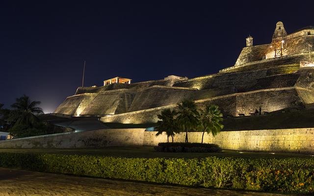 夜のカルタヘナの建造